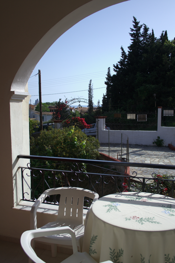 Vicky Apartments Agios Gordios - view outside 2